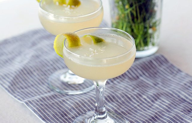 chamomile-gin-cocktail-940-940x600