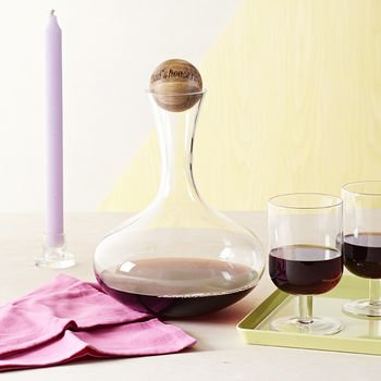 wine-carafe-with-personalised-oak-stopper