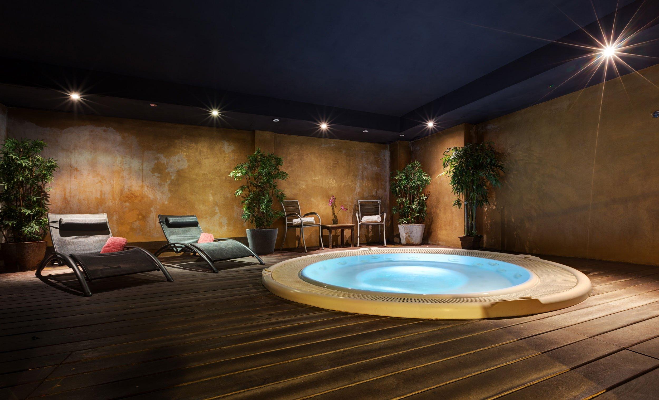 LGBT travel guide Barcelona - Acevi Villarroel Hotel