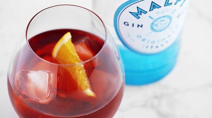 3 crimson cocktails to serve for Christmas – Vada Magazine