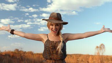 Kylie Minogue Matesong Australia credit Tourism Australia