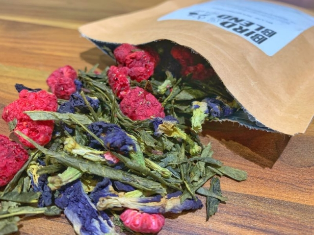 Bird & Blend Tea - Blue Raspberry tea brewing